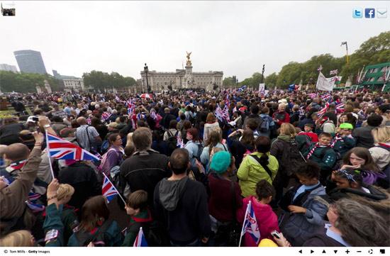 royal wedding crowd3 Royal Wedding Crowds